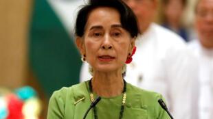 La conseillère d'Etat birmane Aung San Suu Kyi, le 6 septembre 2017 à Naypyidaw lors d'une visite du Premier ministre indien Narendra Modi.