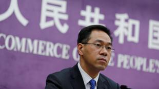 Image d'archive: Gao Feng, le porte-parole du ministère du Commerce, s'adressant à la presse, à Pékin. 存檔圖片:中國商務部發言人高峰