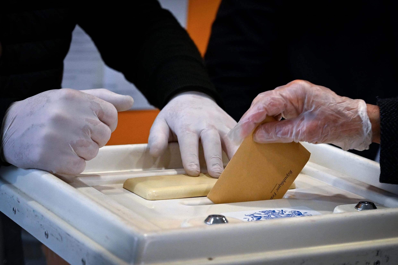 No se sabe si tendrá lugar la segunda vuelta de las elecciones municipales francesas.