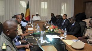 Le président Ibrahim Boubacar Keïta a présidé un conseil de sécurité restreint après l'attaque de Nampala, mardi 19 juillet 2016.