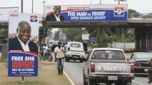 Une affiche du candidat du parti d'opposition NPP Nana Akufo Addo, dans une rue d'Accra.