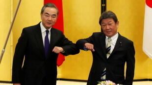 中國外長王毅2020年11月24日抵達日本訪問,與日本外務相茂木敏充會談。