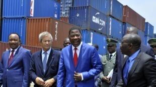 De gauche à droite : Mahamadou Issoufou, Vincent Bolloré et Boni Yayi lors du lancement de la construction de la ligne Cotonou-Niamey.