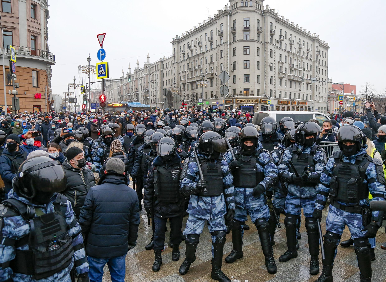 Russie - Police et Manifestants - Moscou AP21023712675929