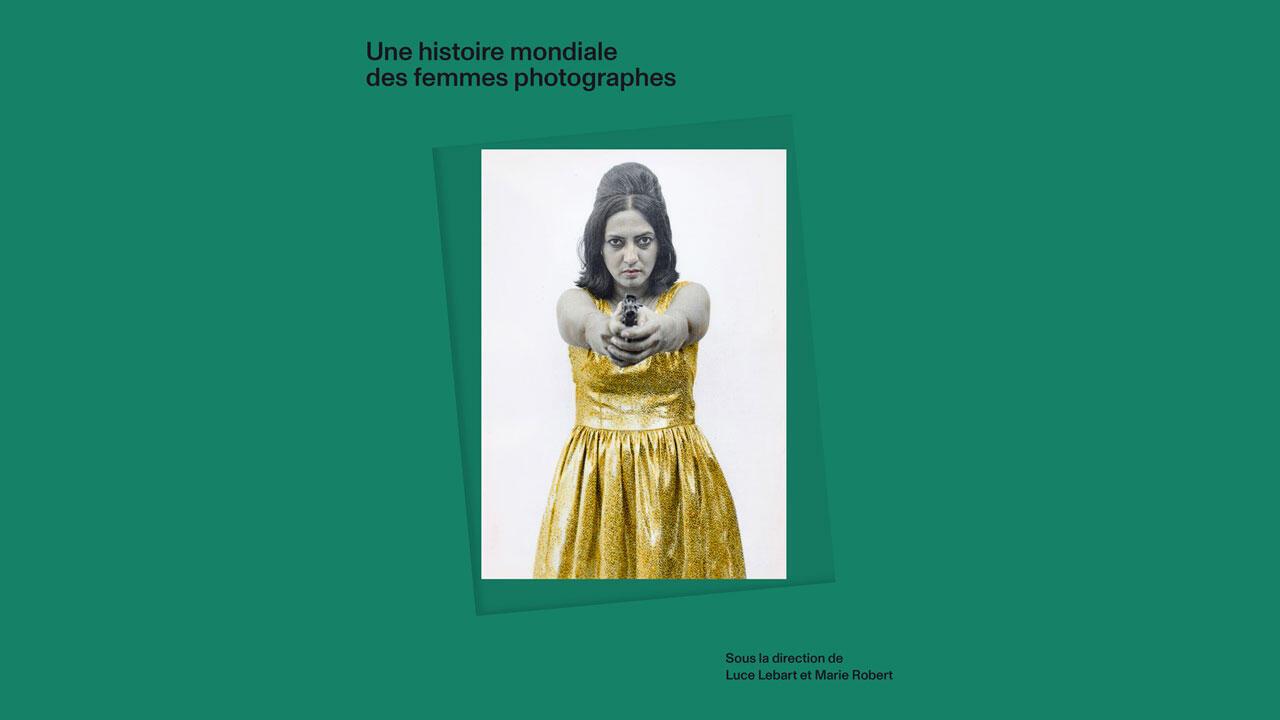 La couverture de l'ouvrage «Une histoire mondiale des femmes photographes», de Marie Robert et Luce Lebart.