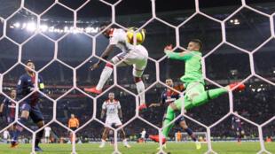 Moussa Dembele scores on Lyon's way to ending Paris Saint-Germain's unbeaten Ligue 1 run, 3 February, 2019.