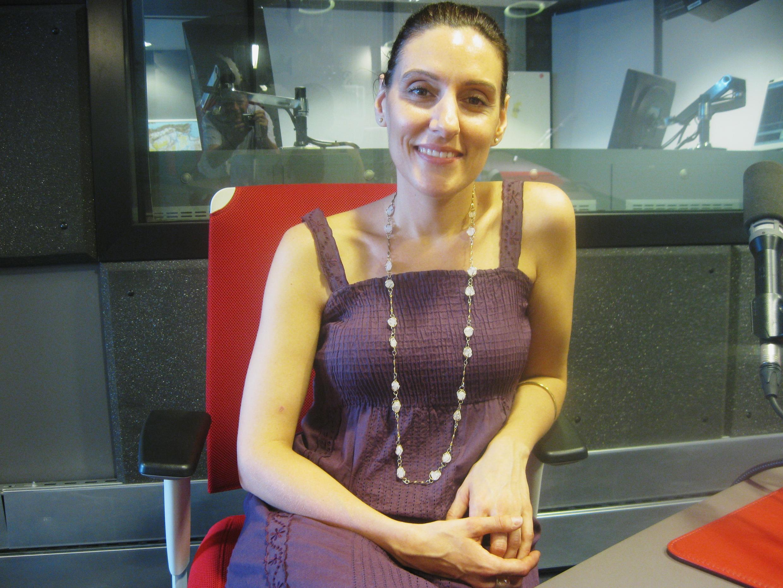Cecilia Cubarle en los estudios de RFI.