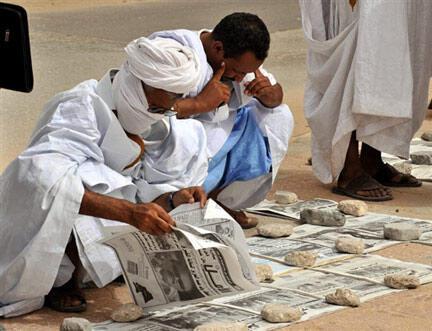 Les Mauritaniens s'informent sur les candidats à l'élection présidentielle du 18 juillet 2009.