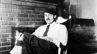 Nhà văn Ernest Hemingway trong thời gian sống tại Paris, 1924 - DR