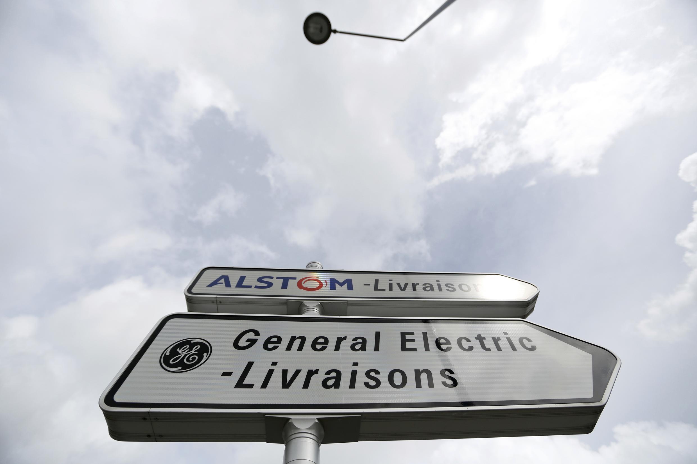 Placa na França indica setores de entrega da Alstom e da General Electrics