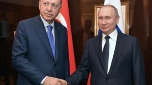 Vladimir Poutine et Recep Tayyip Erdogan lors du sommet sur la Libye à Berlin le 19 janvier 2020.
