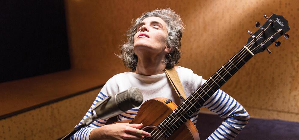 لولا پِنا خواننده، نوازنده و شاعر پرتغالی