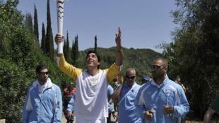 O ex-jogador de vôlei e duas vezes campeão olímpico, Giovane Gávio, foi o primeiro brasileiro a segurar a Tocha, em Olímpia.