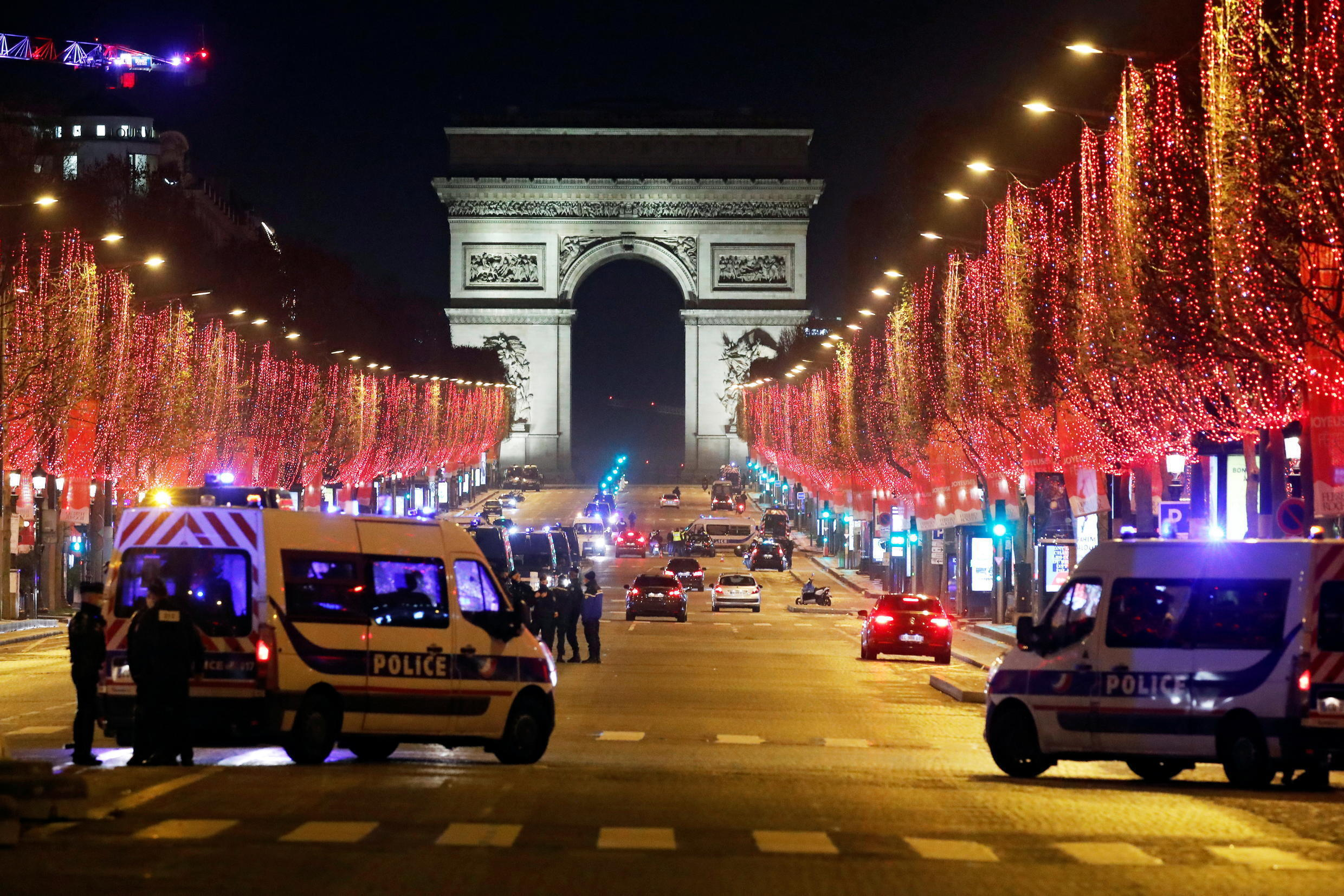 _NEW-YEAR-FRANCE(1) -  Champs Elysees