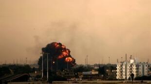 La ciudad de Bengasi bajo las bombas de Gadafi, el 19 de marzo de 2011.