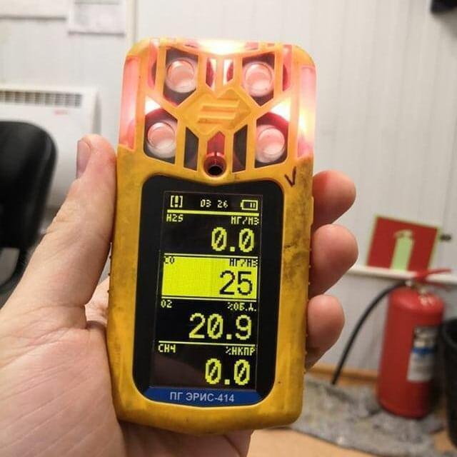 В Эвенкии прибор ПГ Эрис-414 внутри помещения показывает уровень оксида углерода в воздухе 25 мг/м3 при максимально предельно допустимой норме 5 мг/м3. 9 августа 2019 г.