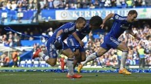 Jogadores do Chelsea celebram conquista do campeonato inglês, em 3 de maio de 2015.