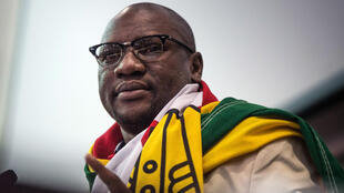 Mchungaji Evan Mawarire, ambaye ameanzisha vuguvugu la kutumia bendera ya taifa kuupinga utawala wa Rais Mugabe.