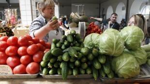 Os agricultores europeus acumulam perdas com a epidemia provocada pela bactéria letal.