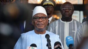 Le président Ibrahim Boubacar Keïta a décidé de susprendre l'organisation d'un référendum constitutionnel au Mali. Il l'a annoncé dans la nuit du 18 au 19 août 2017.
