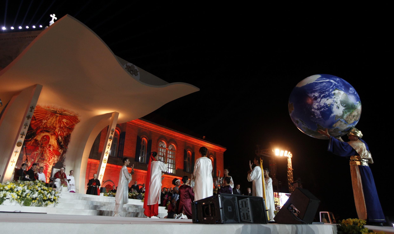 O Papa Bento 16 durante missa no Líbano