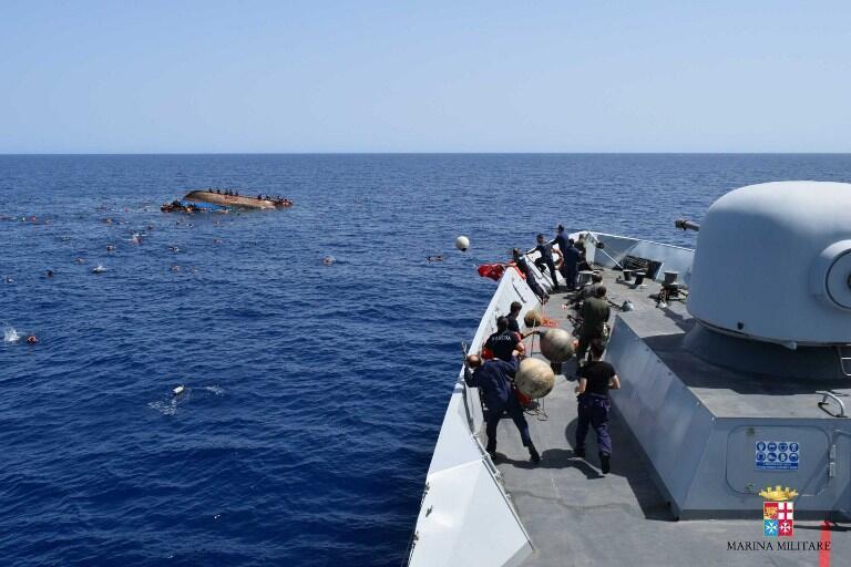 Поиск ливийских мигрантов в открытом море