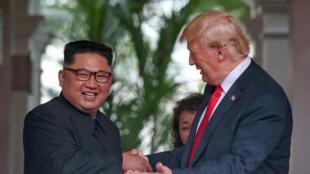 Kim Jong-un et Donald Trump, à l'hôtel Capella sur l'île de Sentosa, le 12 juin 2018.