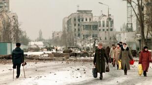 Улицы Грозного в феврале 1996 года.