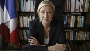 La présidente du Front national Marine Le Pen, lors d'un interview dans le bureau du parti à Nanterre, le 12 mai 2014.