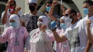 Des infirmières aux côtés de manifestants anti-gouvernementaux à Beyrouth, le 20 mai 2020.