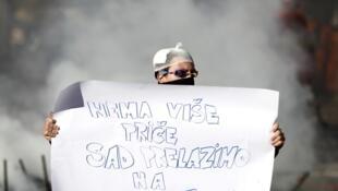 «Хватит слов, пришло время дел»: участник антиправительственной акции в Тузле, 7 февраля 2014