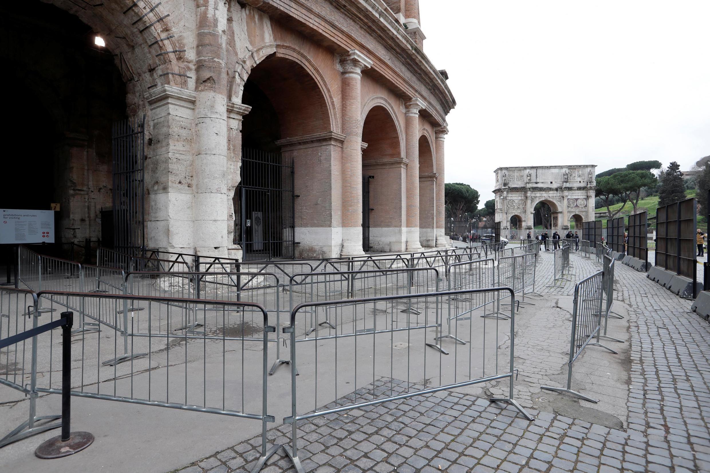 Lối vào đấu trường cổ Coloseo tại Roma không một bóng người vì Virus corona. Ảnh ngày 02/03/2020.
