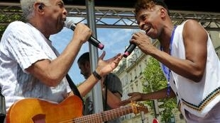 Gilberto Gil e Roberto Chaves cantam juntos na Lavagem da Madeleine