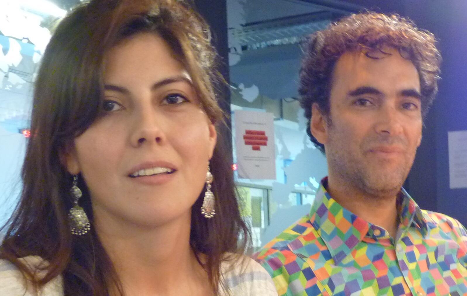 "La cineasta colomiana Camila Beltrán junto al músico peruano Julio Benavides, ""Lobo"""