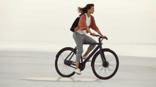 La marque propose des formules de location au mois et un système de recherche du vélo en cas de vol.