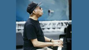 Tommy Flanagan en concert, lors du Festival de Jazz à Vienne, France, en juillet 1995.