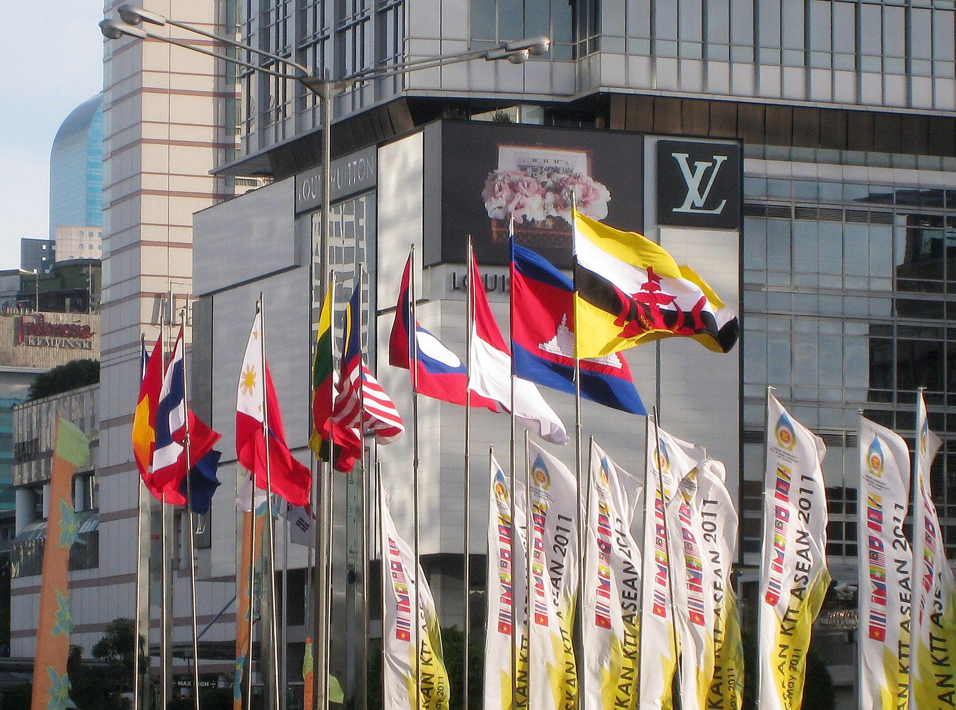 Quốc kỳ các nước ASEAN tại trong hội nghị tại Indonesia.