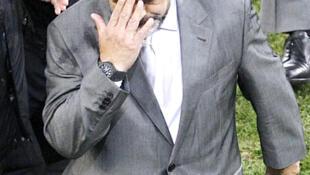 Diego Armando Mardona santiguándose durante los cuartos de final de la Copa del Mundo, Ciudad del Cabo, 3 de julio de 2010