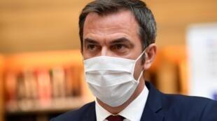 La France est «dans une situation à risques» à cause du Covid-19, estime le ministre de la Santé Olivier Véran.