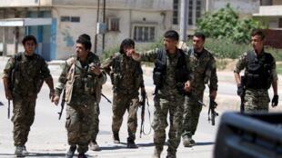 کردهای سوریه که کنترل بخش عمده شهر قامشلی را در دست دارند