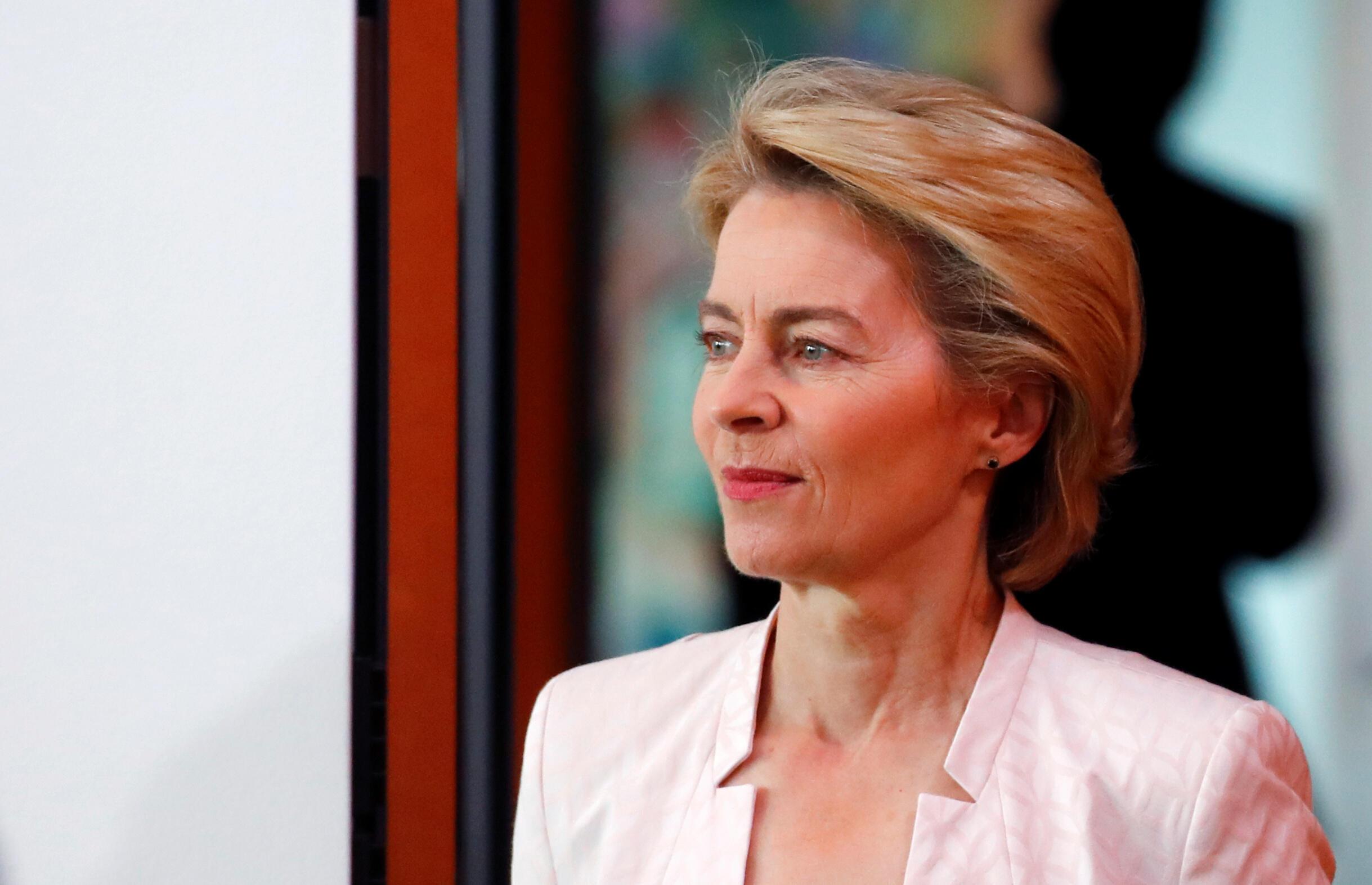 Ursula von der Leyen, ministra de defesa alemã, espera aval dos eurodeputados para presidir a Comissão Europeia sion President, attends the weekly cabinet meeting at the Chancellery in Berlin, Germany, July 3, 2019.