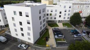 A Chanteloup-les-Vignes, le programme de renovation urbaine de l'agence nationale de rénovation urbaine (l'ANRU) est visible.