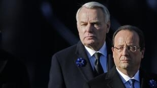 Under pressure - French Prime Minister Jean-Marc Ayrault (L) and President François Hollande