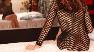 Segundo a associação Agir Contra a Prostituição de Crianças, há cerca de 8.000 menores de idade se prostituindo na capital francesa.
