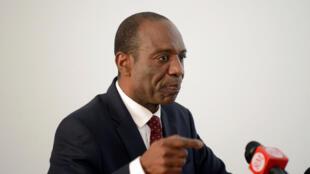 O primeiro-ministro de Moçambique, Carlos Agostinho do Rosário