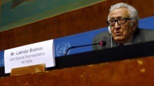 O mediador da ONU para a Síria, Lakhdar Brahimi, em conversa com a imprensa, em Genebra, em 27 de janeiro de 2014.