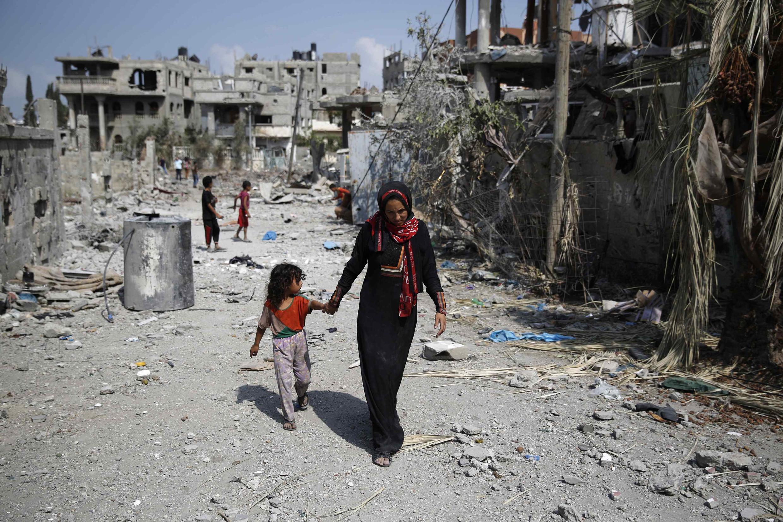 Góc phố Beit Hanoun hoàn toàn đổ nát, dân Gaza tạm yên ổn khi lệnh ngưng bắn vẫn còn - REUTERS /Finbarr O'Reilly