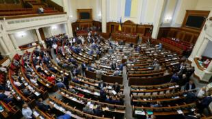 На заседании в четверг, 7 июня, Верховная Рада приняла закон осоздании Высшего антикоррупционного суда