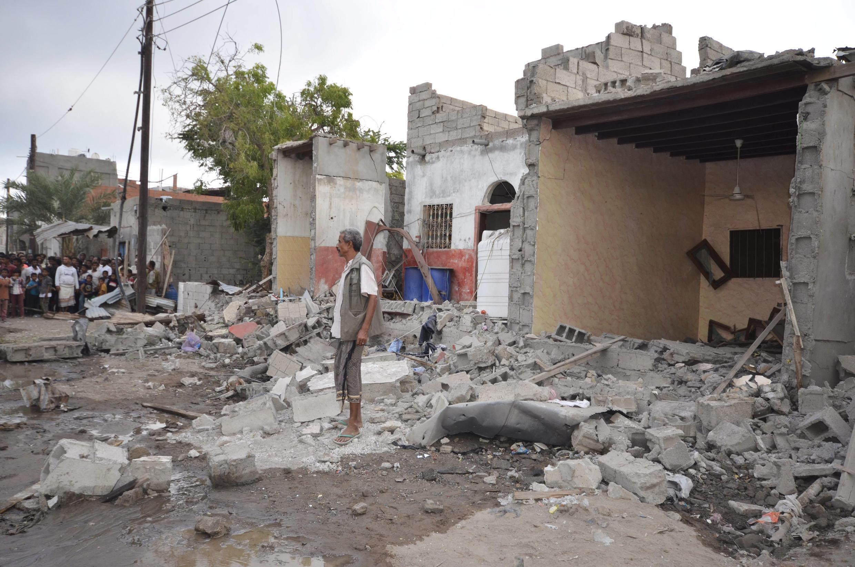 Разрушения в результате авиаудара коалиции, возглавляемой Саудовской Аравией, Ходейда, Йемен, 21 декабря 2015 г.