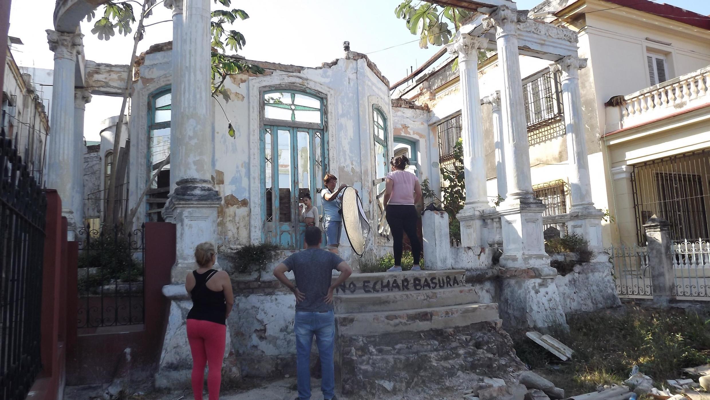 Session photo dans le quartier du Vedado, La Havane: l'art contemporain cubain utilise beaucoup les ruines, nous explique Leonardo Padura.
